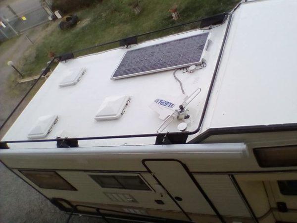 pannello solare sul tetto del camper